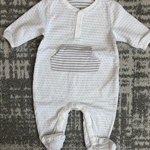 NWOT Baby Gap white with grey pattern footie
